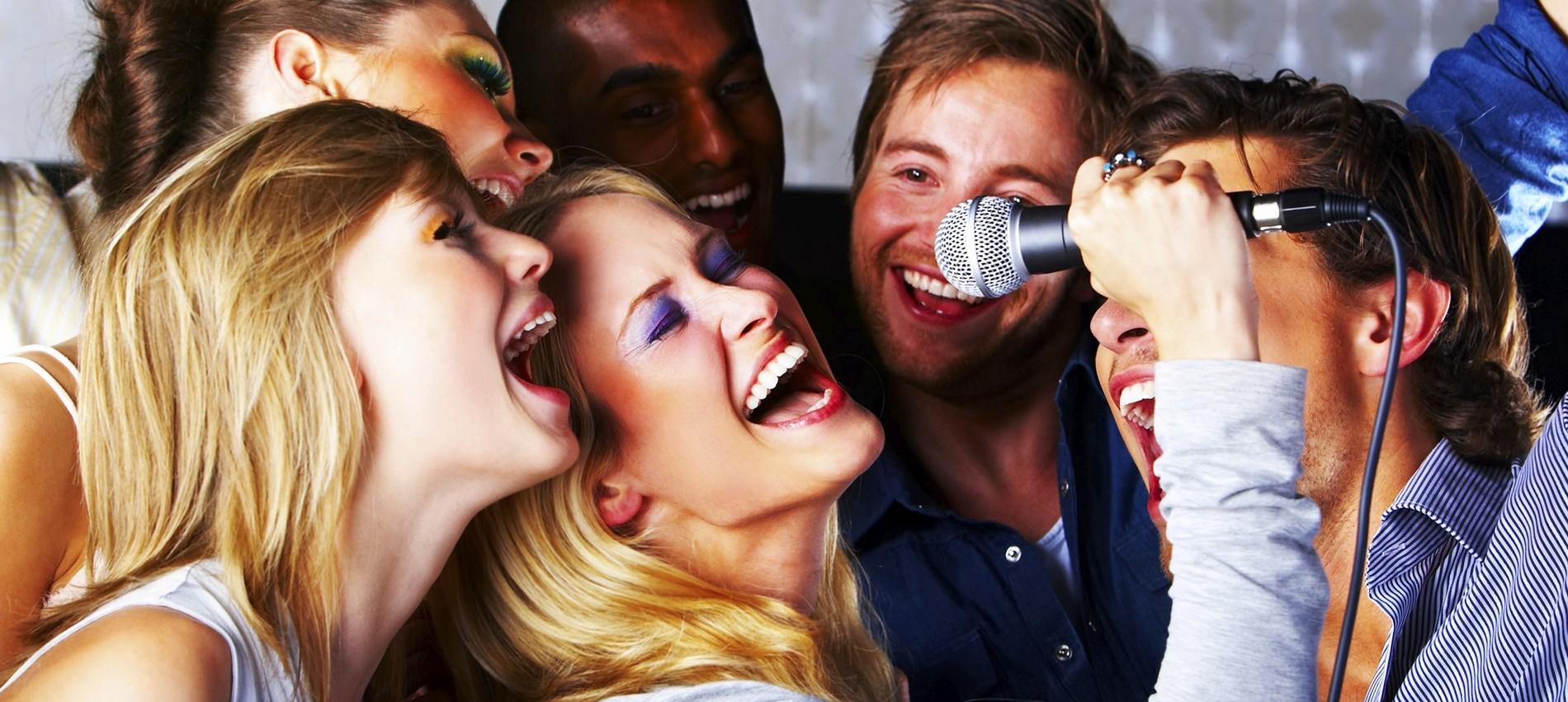 Empresa de Alquiler de Karaoke en Barcelona cenasconkaraoke