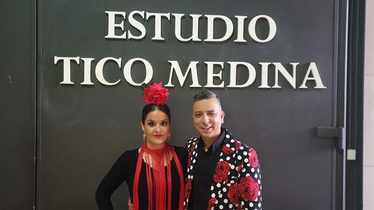 Óscar Santa Cruz presta servicio en la subcategoría de Flamenco y Coros Rocieros en Sevilla