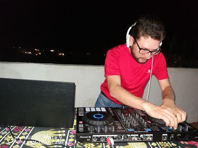 Chema González DJ presta servicio en la subcategoría de Djs en Islas Baleares