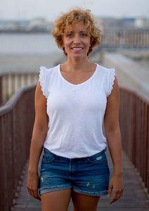Carmen Lorenzo presta servicio en la subcategoría de Maestros de Ceremonias, Oficiantes y Presentadores en Alicante