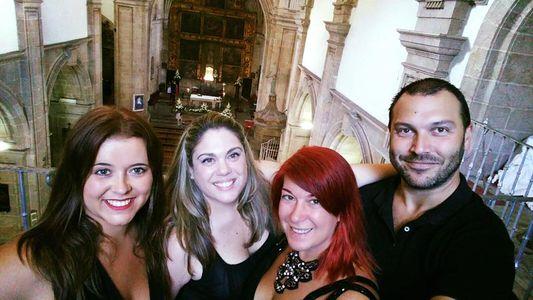 SPIRITUAL presta servicio en la subcategoría de Orquestas, cantantes y grupos en A Coruña