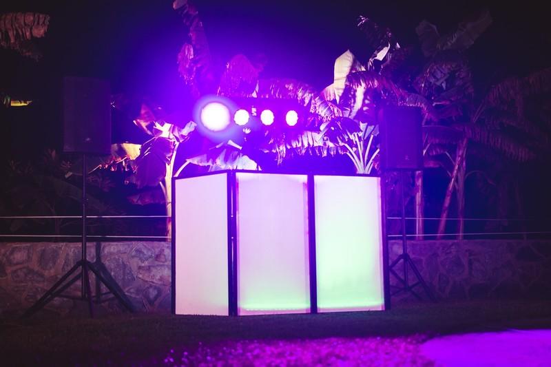 Montaje simple de sonido e iluminación para dj