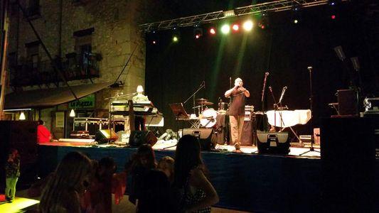 Conjunto Ciclón presta servicio en la subcategoría de Orquestas, cantantes y grupos en Girona