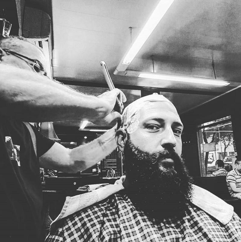 Arreglo de barba y afeitado de cabeza