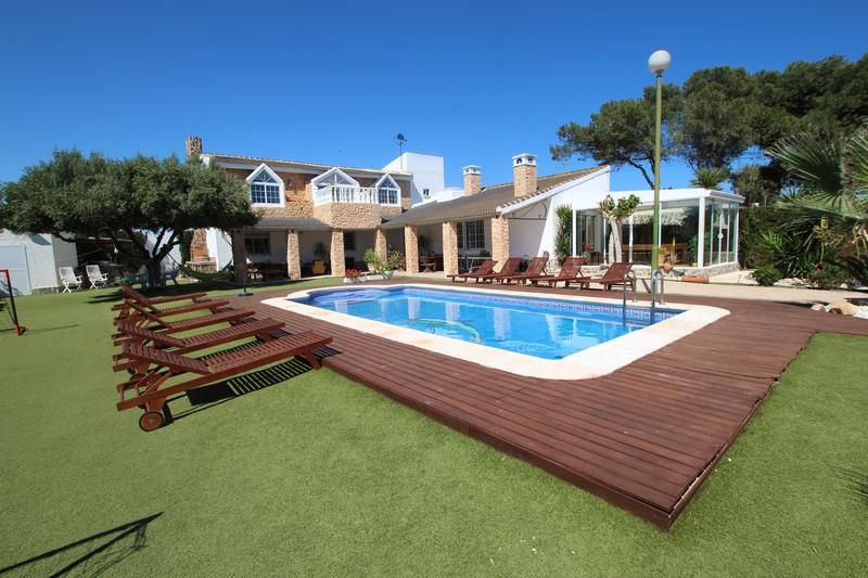Chalet con piscina, barbacoa, terraza a 800 m del mar
