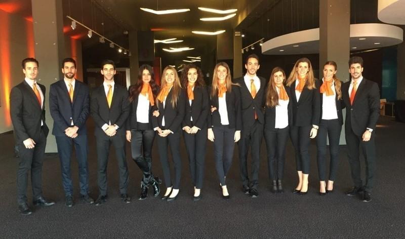 Azafatas para el banco naranja en Madrid