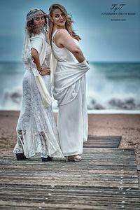 EstudiodeBodas.com presta servicio en la subcategoría de Fotógrafos de bodas en Barcelona