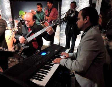 Alzuru's Servicios Artisticos presta servicio en la subcategoría de Orquestas, cantantes y grupos en Madrid