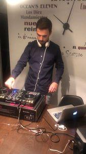VIINCE MUSIC presta servicio en la subcategoría de Djs en Barcelona
