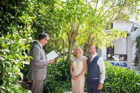 Oficiante de bodas Antonio presta servicio en la subcategoría de Maestros de Ceremonias, Oficiantes y Presentadores en Málaga