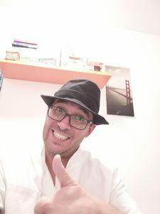 Luis San Román presta servicio en la subcategoría de Monologuistas, cómicos y humoristas  en Barcelona