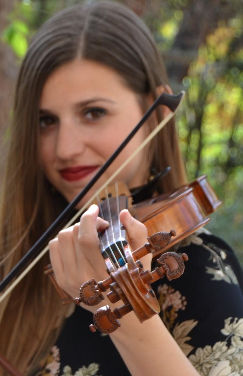 Verónica, violinista del dúo