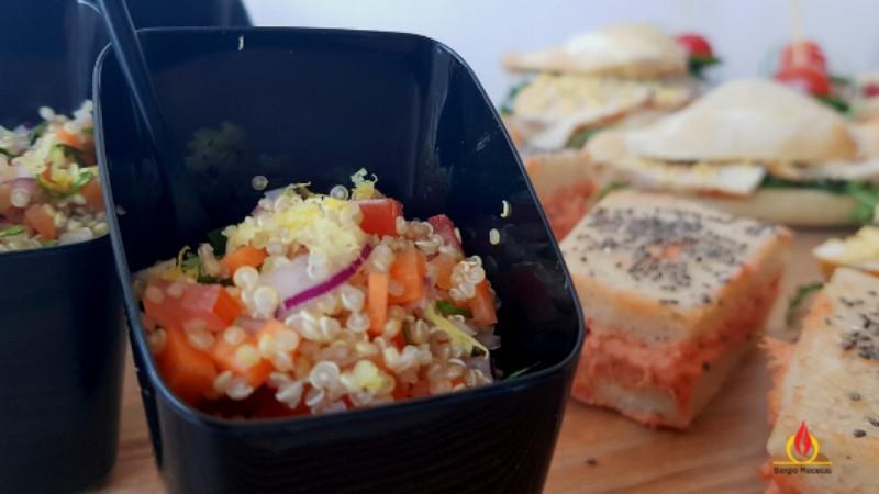 Ensalada de quinoa y verduras con cilantro