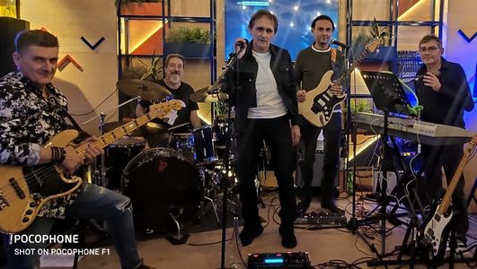 LA NOCHE DEL POP ROCK presta servicio en la subcategoría de Grupos de Rock y Pop en Alicante