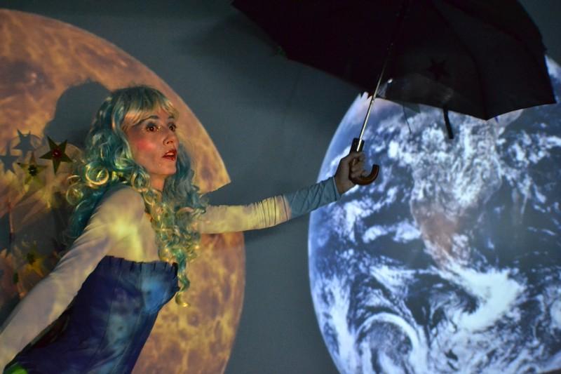Niyiko viaja a la Luna