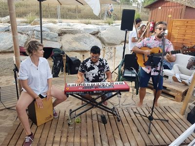 Beto Tejada presta servicio en la subcategoría de Orquestas, cantantes y grupos en Barcelona