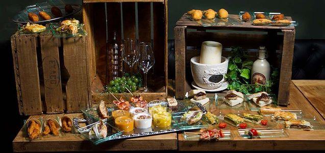 Catering Las Meninas presta servicio en la subcategoría de Catering en Madrid