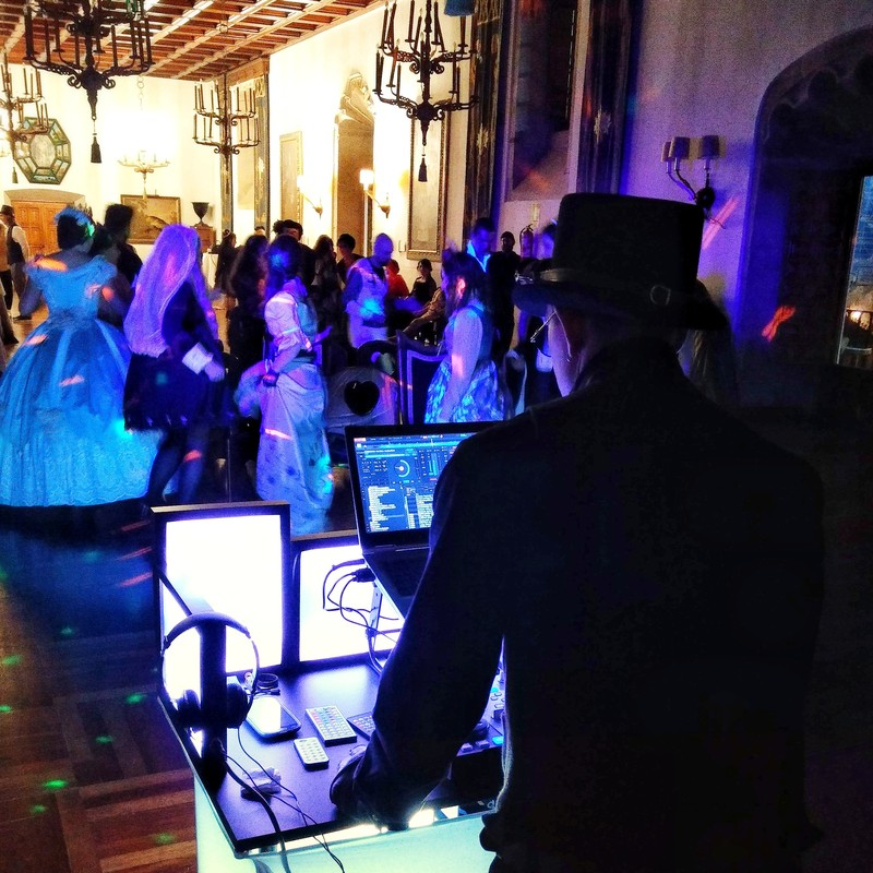 Fiesta temática con baile de época