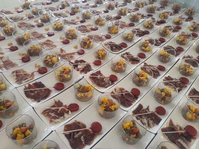 Date un capricho catering presta servicio en la subcategoría de Catering en Alicante