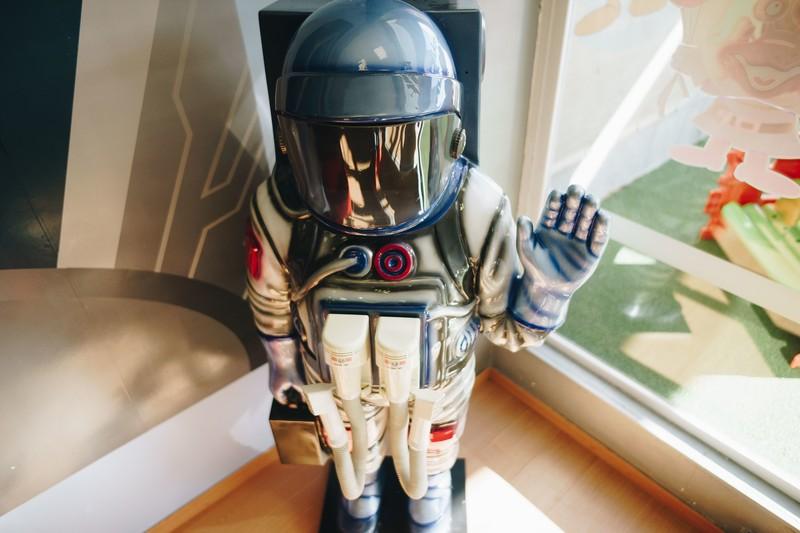 Saluda al astronauta.
