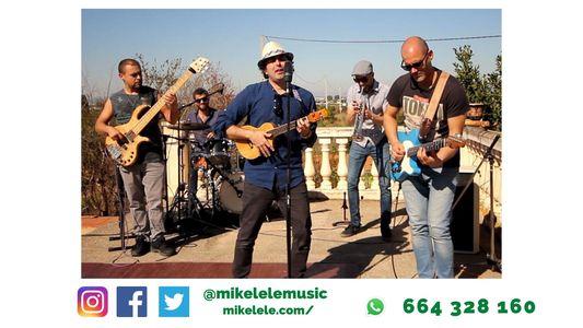 Mikelele presta servicio en la subcategoría de Orquestas, cantantes y grupos en Valencia