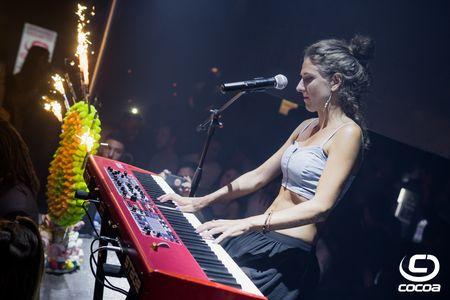 Cris Rabell presta servicio en la subcategoría de Orquestas, cantantes y grupos en Barcelona