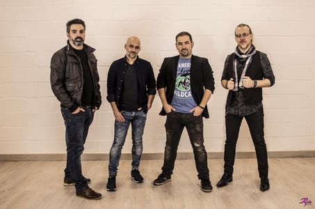 QUEIMADA presta servicio en la subcategoría de Orquestas, cantantes y grupos en Madrid