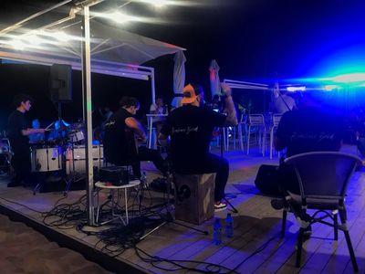 Alvamore Band presta servicio en la subcategoría de Grupos de Rock y Pop en Barcelona