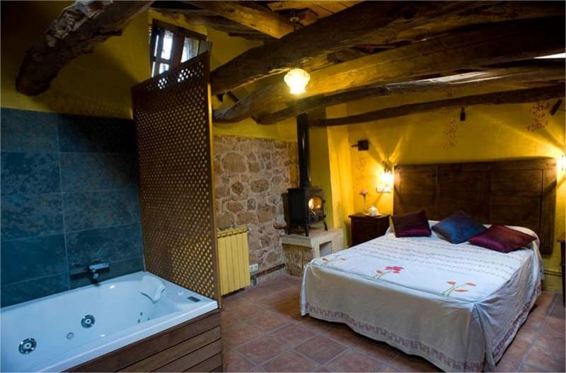 Casa Rural Romántica con Jacuzzi y Chimenea