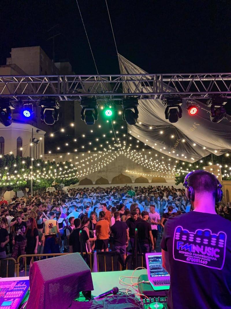 DISCOMÓVIL CON DJ DESDE 1000W HASTA 30.000W