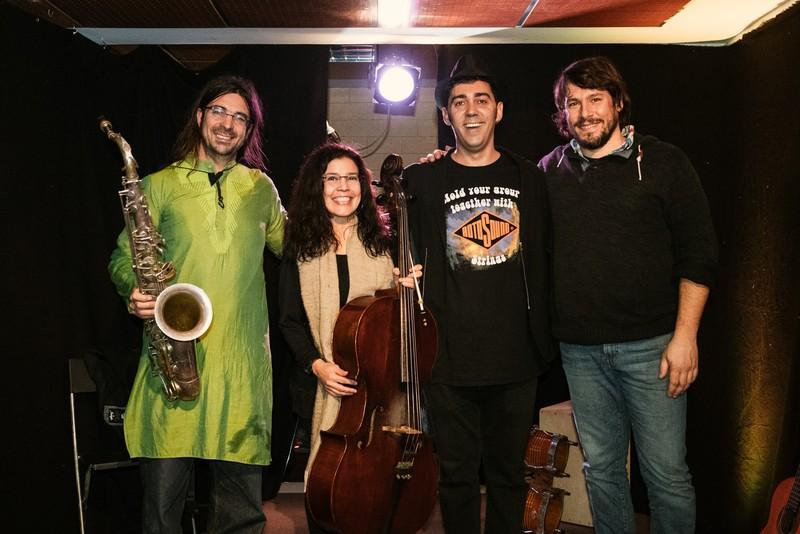 Nos pueden acompañar Alexei (percusión latina) y Blai (jazz saxofón)