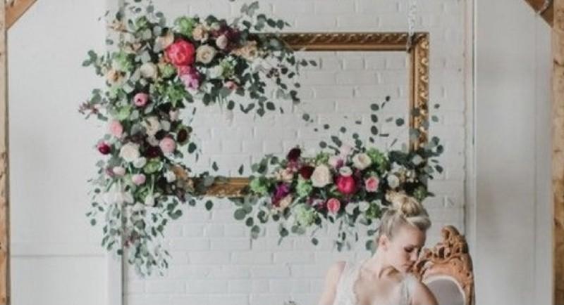 Marco decorado con flor , ideal para rincón romántico, donde podréis hacer fotos