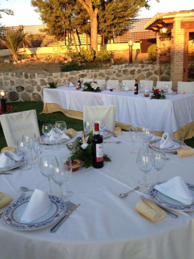 Mesa para bodas en jardin de La Finca