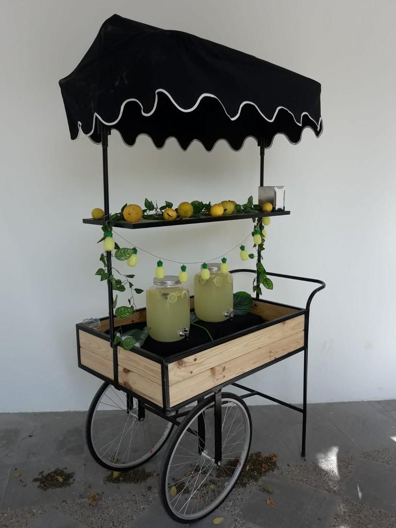 Carrito de limonada para la iglesia