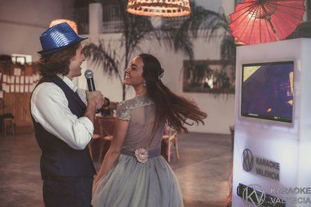 Karaoke Valencia presta servicio en la subcategoría de Fotomatón y Photocall en Valencia