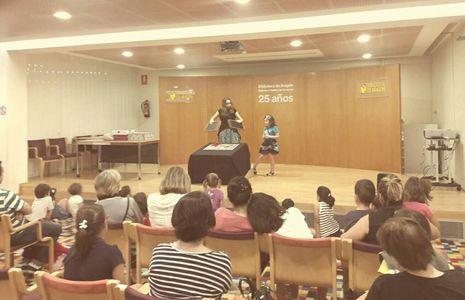 Maga Beatriz Palacio presta servicio en la subcategoría de Magos en Zaragoza