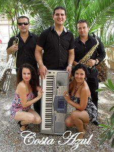 Costa Azul Espectáculos y Eventos  presta servicio en la subcategoría de Orquestas, cantantes y grupos en Murcia