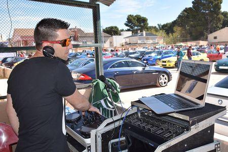 dj mike presta servicio en la subcategoría de Djs en Alicante