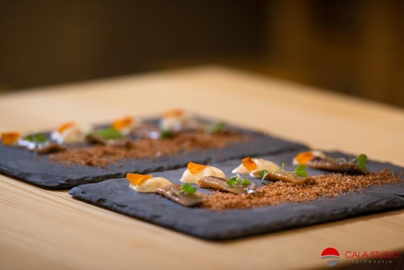 Sardina ahumada y marinada en ponzu con crema  dulce de jengibre