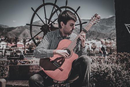 Pablo Alcázar presta servicio en la subcategoría de Música clásica, Ópera y Coros en Málaga