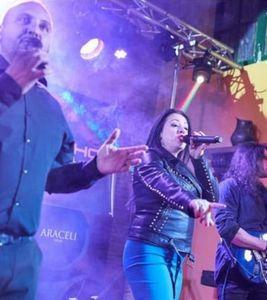 Revolushow presta servicio en la subcategoría de Orquestas, cantantes y grupos en Córdoba