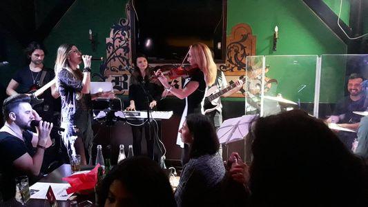 Noemi Violin presta servicio en la subcategoría de Grupos de Rock y Pop en Barcelona