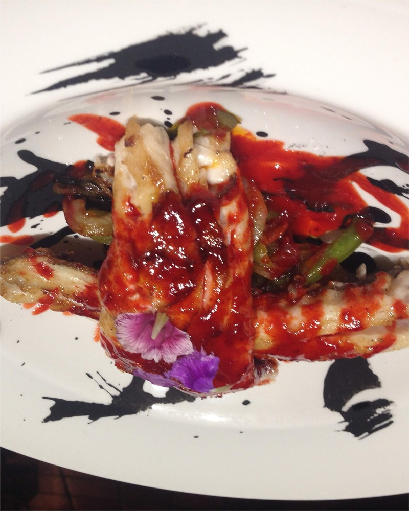 Cherner a la brasa con salsa asiatica