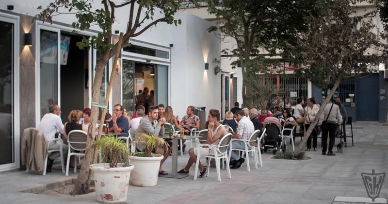 Amplia terraza para celebraciones