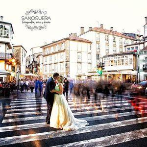 Sanoguera presta servicio en la subcategoría de Fotógrafos de bodas en A Coruña