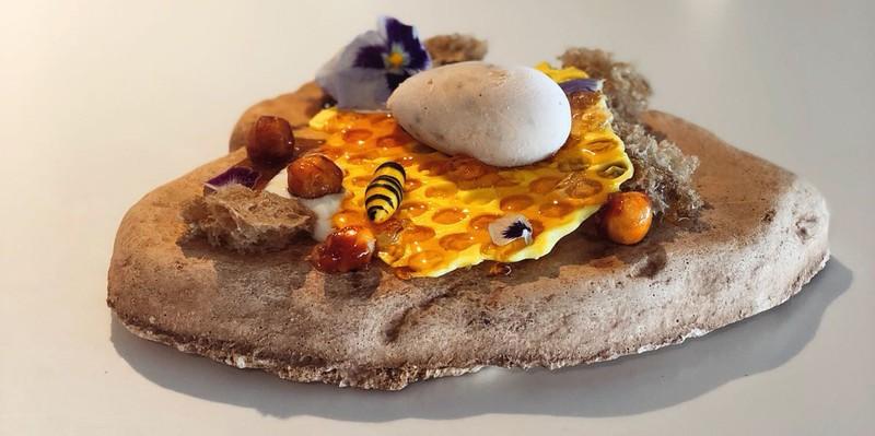 Milhojas crujientes de foie y mango caramelizados