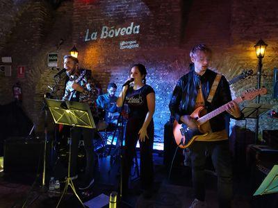 Sombra Doble | tributo indie español presta servicio en la subcategoría de Grupos de Rock y Pop en Málaga