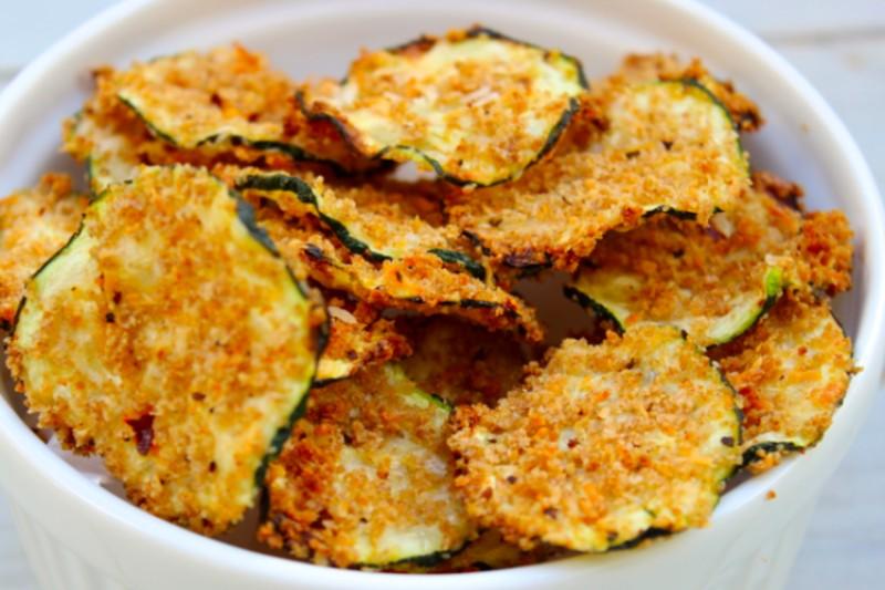 chips de calabacin con parmesano