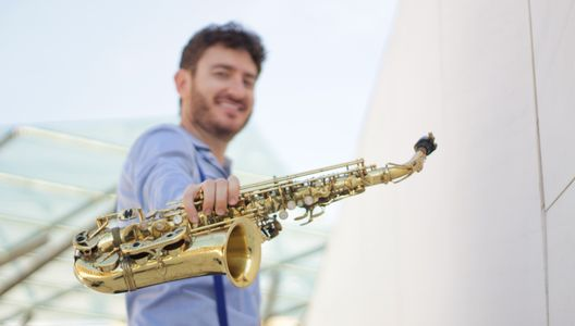 Escudero Sax presta servicio en la subcategoría de Orquestas, cantantes y grupos en Barcelona