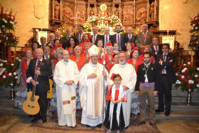Con nuestra Patrona y nuestro Obispo